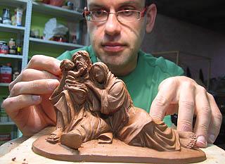 Ignacio Fernández, trabajando en la figura